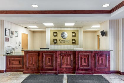 Front desk | Comfort Inn And Suites Rock Springs
