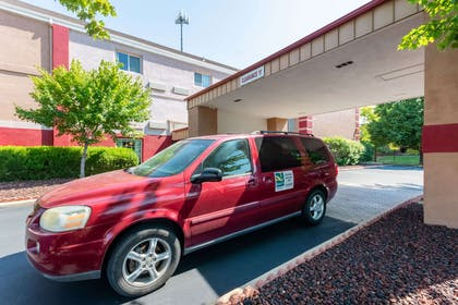 Hotel shuttle available   Quality Suites Airport