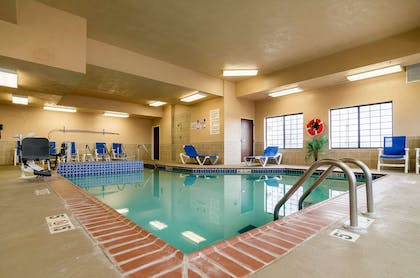 Indoor pool | Comfort Suites Pratt