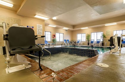 Pool area | Comfort Suites Pratt