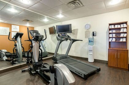 Fitness center | Comfort Suites Pratt