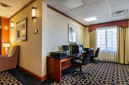 Business center | Comfort Suites Pratt
