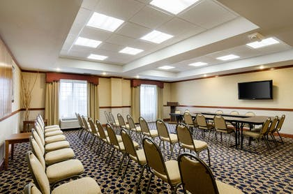 Hotel meeting room | Comfort Suites Pratt