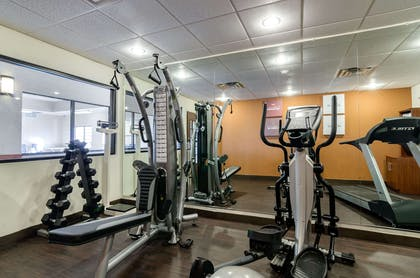 Equipment in fitness center | Comfort Suites Pratt