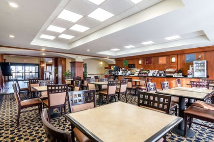 Breakfast seating area | Comfort Suites Pratt