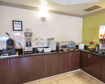 Breakfast bar | Sleep Inn And Suites Colby