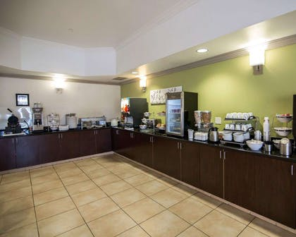 Breakfast area | Sleep Inn And Suites Colby