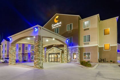 Hotel at night   Comfort Inn And Suites