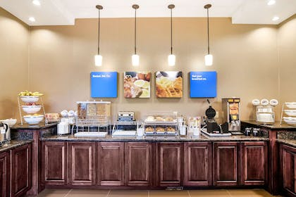 Breakfast area | Comfort Inn & Suites