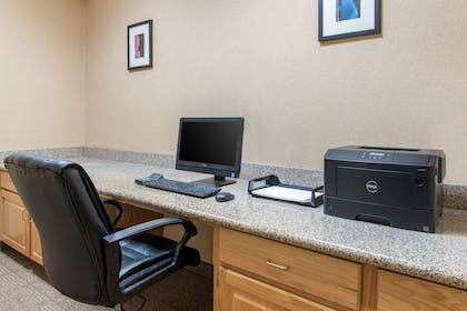 Business center | Comfort Suites Airport