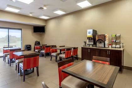 Enjoy breakfast in this seating area   Comfort Inn And Suites