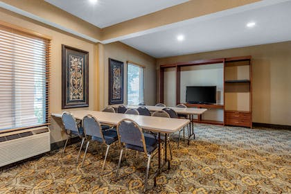 Meeting room | Quality Inn & Suites Benton - Draffenville