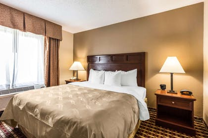 Hotel near popular attractions | Quality Suites