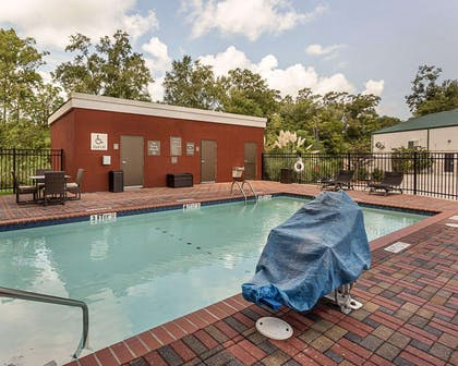 Outdoor pool with sundeck | Comfort Suites