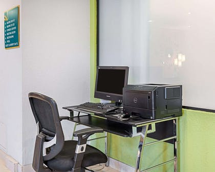 Business center with free wireless Internet access | Quality Suites