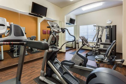 Exercise room | Comfort Suites