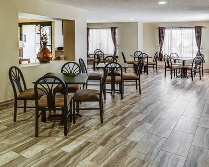 Enjoy breakfast in this seating area | Quality Suites Baton Rouge East - Denham Springs
