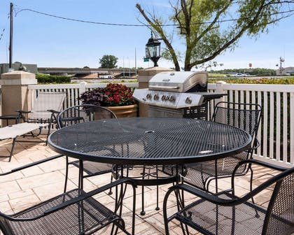 Barbecue area | Quality Inn And Suites
