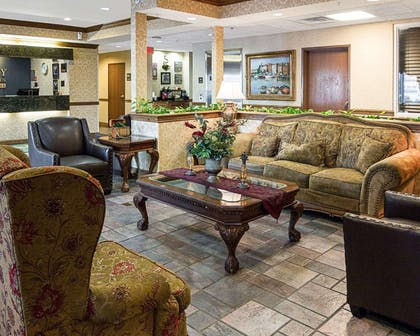 Lobby with sitting area | Quality Inn And Suites