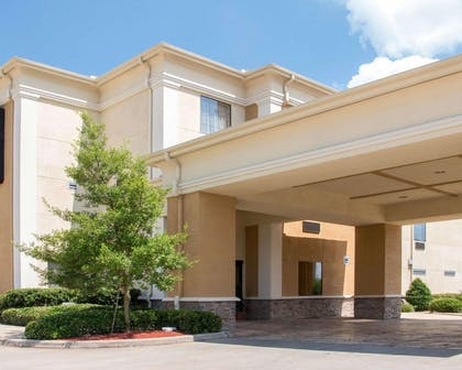 Hotel entrance | Comfort Suites Shreveport