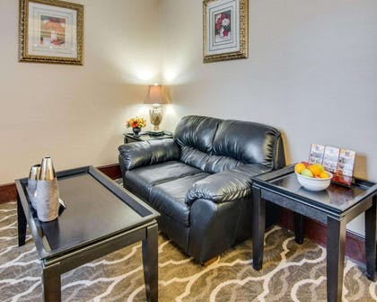 Lobby with sitting area | Comfort Suites Shreveport