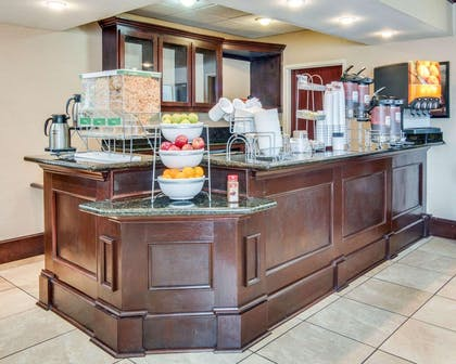 Breakfast bar | Comfort Suites Shreveport