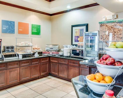 Free hot breakfast | Comfort Suites Shreveport