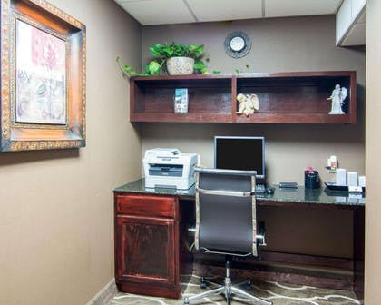 Business center with high-speed Internet access | Comfort Suites Shreveport