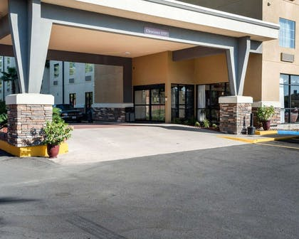 Hotel entrance | Comfort Suites Lake Charles