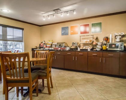 Hot and cold breakfast buffet | Comfort Inn & Suites Morgan City