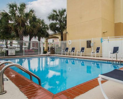 Outdoor pool with sundeck | Comfort Inn & Suites Morgan City