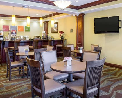 Breakfast room | Comfort Suites Harvey - New Orleans West
