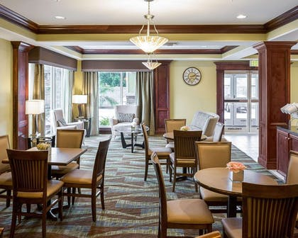 Breakfast area | Comfort Suites Harvey - New Orleans West