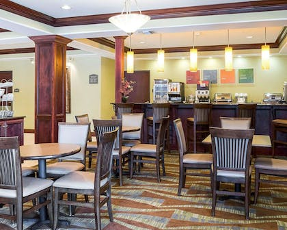 Enjoy breakfast in this spacious area | Comfort Suites Harvey - New Orleans West