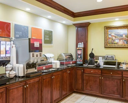 Breakfast counter | Comfort Suites Harvey - New Orleans West