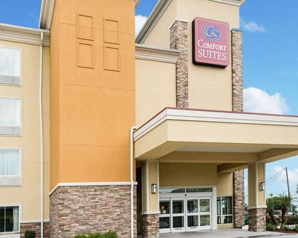 Hotel entrance | Comfort Suites Harvey - New Orleans West