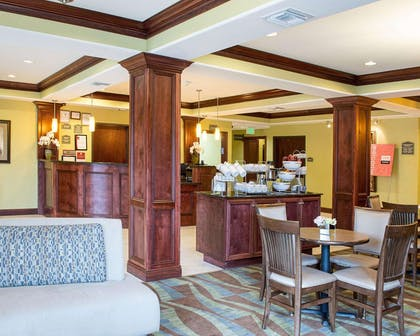 Hotel lobby | Comfort Suites Harvey - New Orleans West