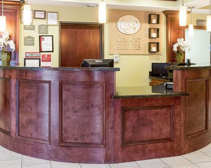 Front desk with friendly staff | Comfort Suites Harvey - New Orleans West