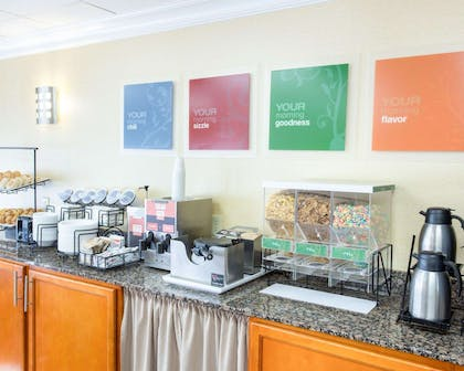 Hot and cold breakfast buffet | Comfort Inn New Orleans Airport