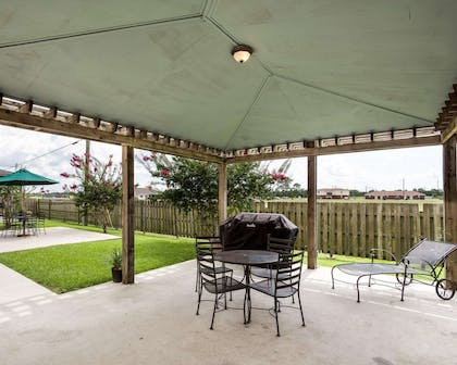 Barbecue area | MainStay Suites Houma