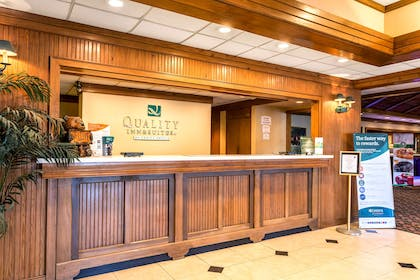 Spacious lobby with sitting area | Quality Inn & Suites Baton Rouge West – Port Allen