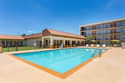 Relax by the pool | Quality Inn & Suites Baton Rouge West – Port Allen