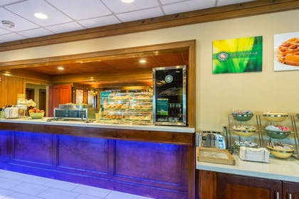 Spacious breakfast area | Quality Inn & Suites Baton Rouge West – Port Allen