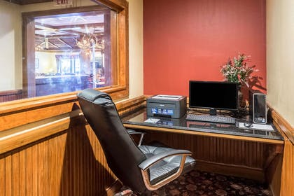 Business center | Quality Inn & Suites Baton Rouge West – Port Allen