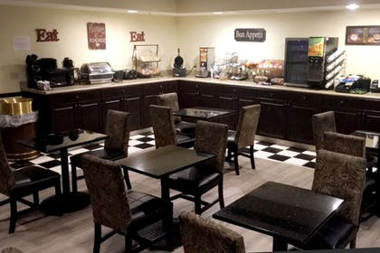 Breakfast area | Evangeline Downs Hotel, an Ascend Hotel Collection Member