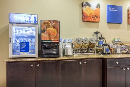 Breakfast counter | Comfort Inn And Suites