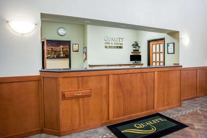 Front desk with friendly staff | Quality Inn & Suites Federal Way - Seattle
