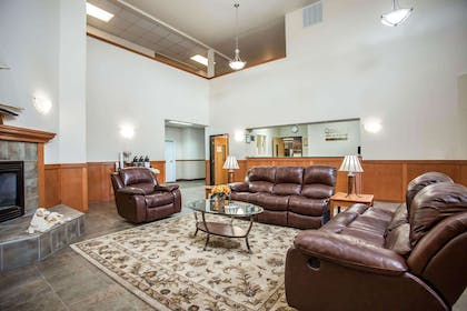 Spacious lobby with sitting area | Quality Inn & Suites Federal Way - Seattle