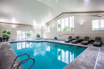 Indoor pool | Quality Inn & Suites Federal Way - Seattle