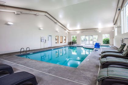 Indoor pool with hot tub | Quality Inn & Suites Federal Way - Seattle